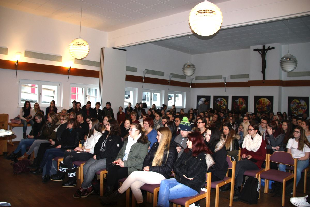 Lesung vor Schülerinnen und Schülern der staatlichen Berufsschule in Grafenau